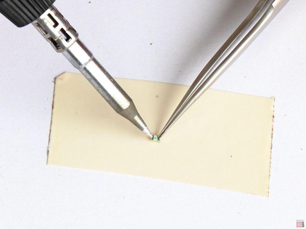 Metallflächen der SMD LED verzinnen | ©2020 Brickzeit