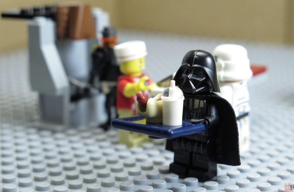 Darth Vader in der imperialen Kantine   ©2020 Brickzeit