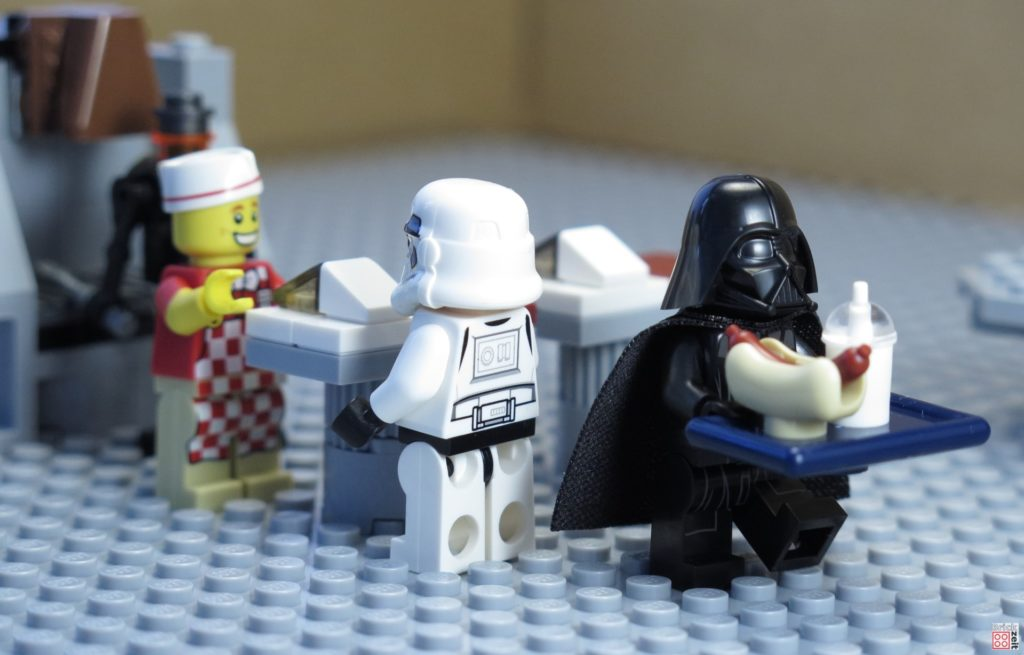 Darth Vader in der imperialen Kantine | ©2020 Brickzeit