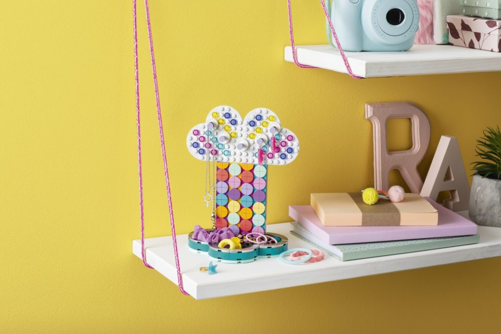 LEGO® DOTS 41905 Schmuckbaum | ©LEGO Gruppe