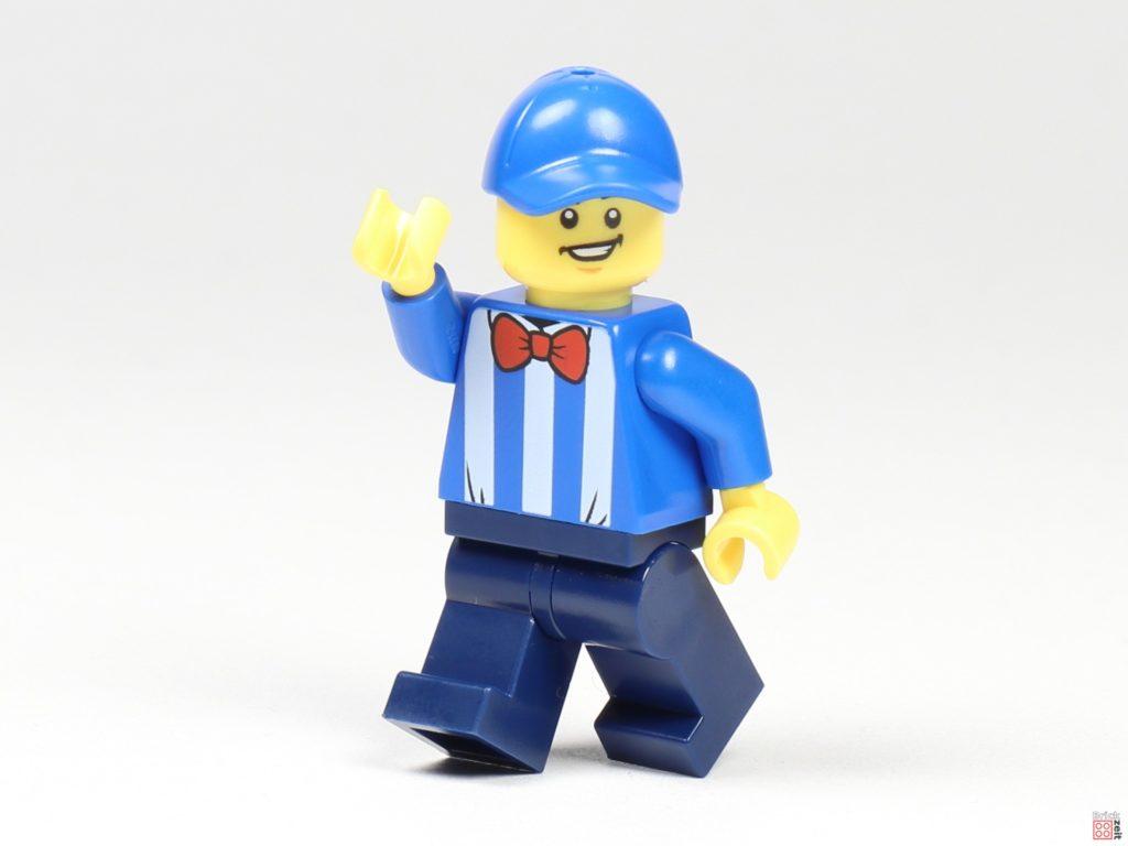 LEGO Zeitungskiosk - Zeitungsverkäufer mit Kappe | ©2020 Brickzeit