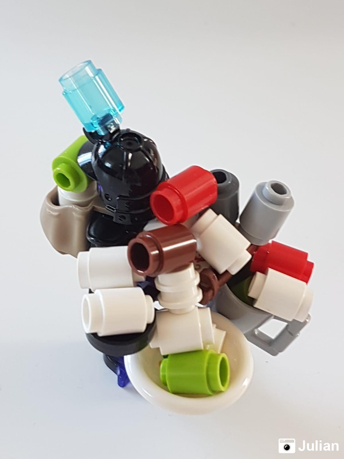 Overlord mit Toilettenpapier | Foto von Julian