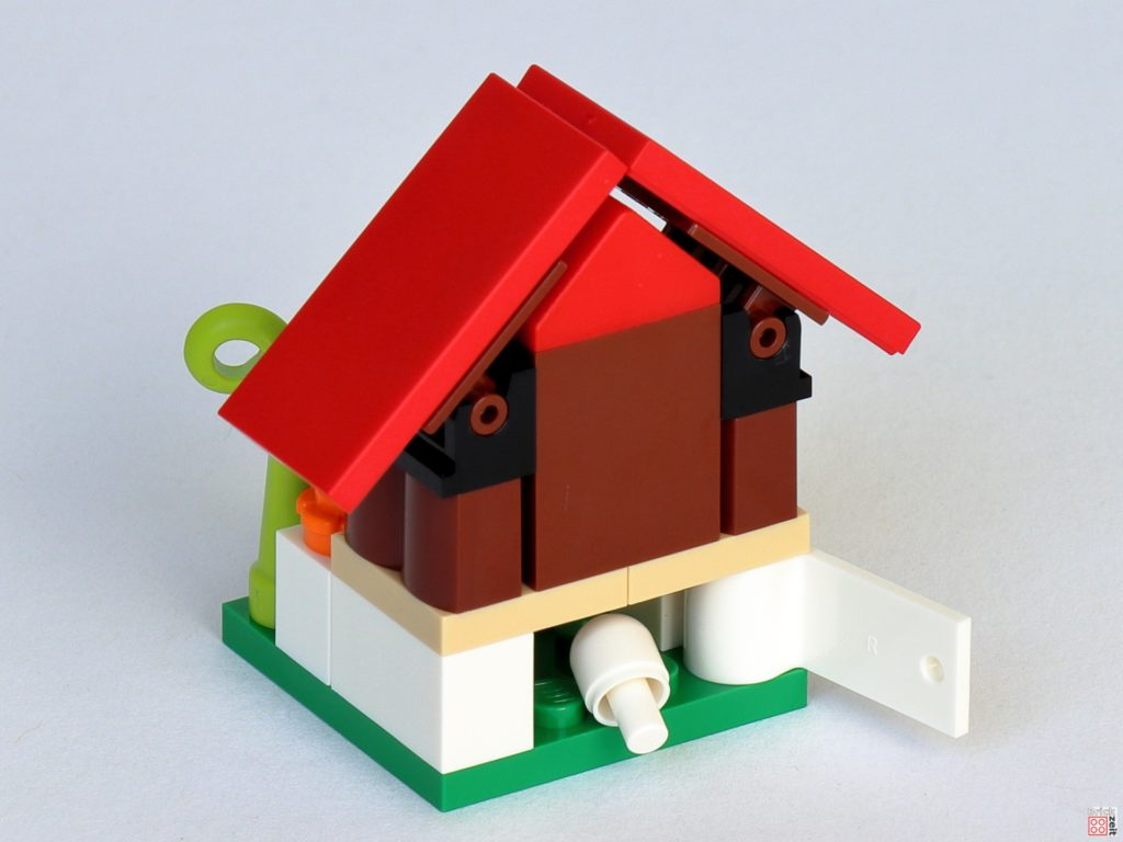 LEGO 853990 - fertiger Hühnerstall, Eierklappe | ©2020 Brickzeit