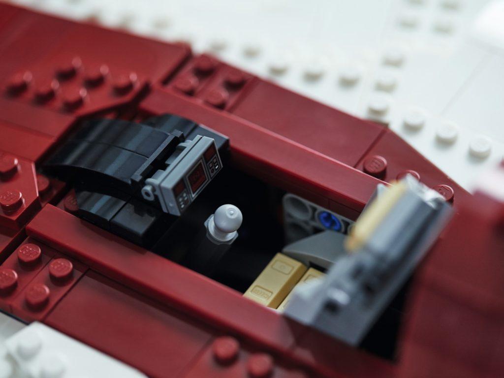 LEGO Star Wars 75275 UCS A-Wing, Cockpit | ©LEGO Gruppe