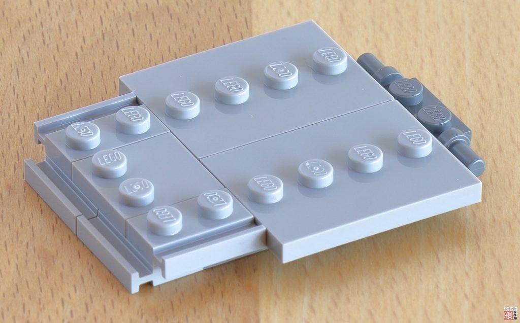 Frontklappe über dem Seilzugmechanismus | ©Brickzeit