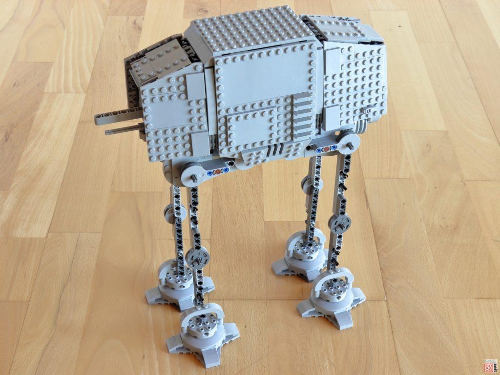 Der LEGO AT-AT steht | ©Brickzeit