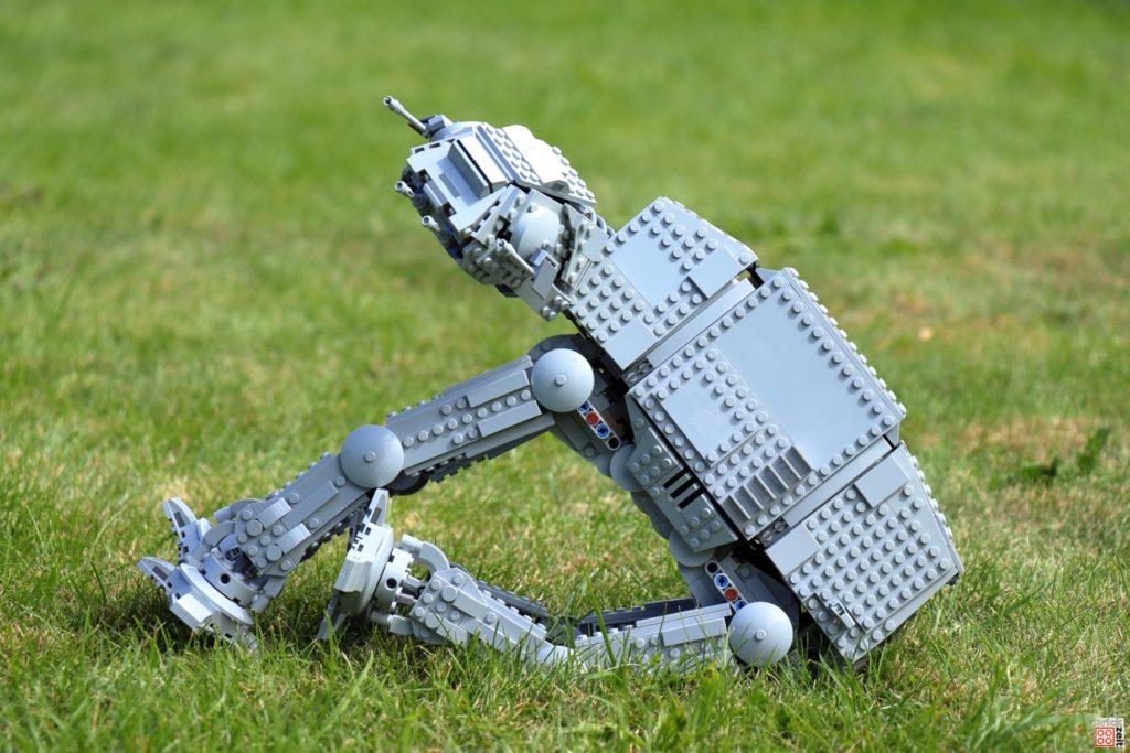 Ein LEGO AT-AT muss auch mal sitzen | ©Brickzeit