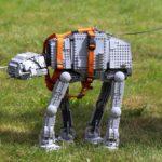 LEGO AT-AT unaufhaltsam Gassi gehen | ©Brickzeit