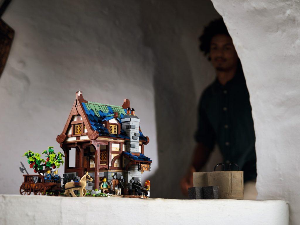 LEGO IDEAS 21325 Mittelalterliche Schmiede | ©LEGO Gruppe
