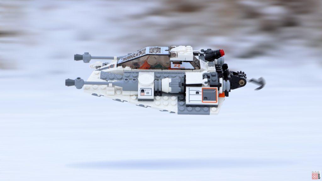 LEGO Snowspeeder flitzt über den Schnee | ©Brickzeit