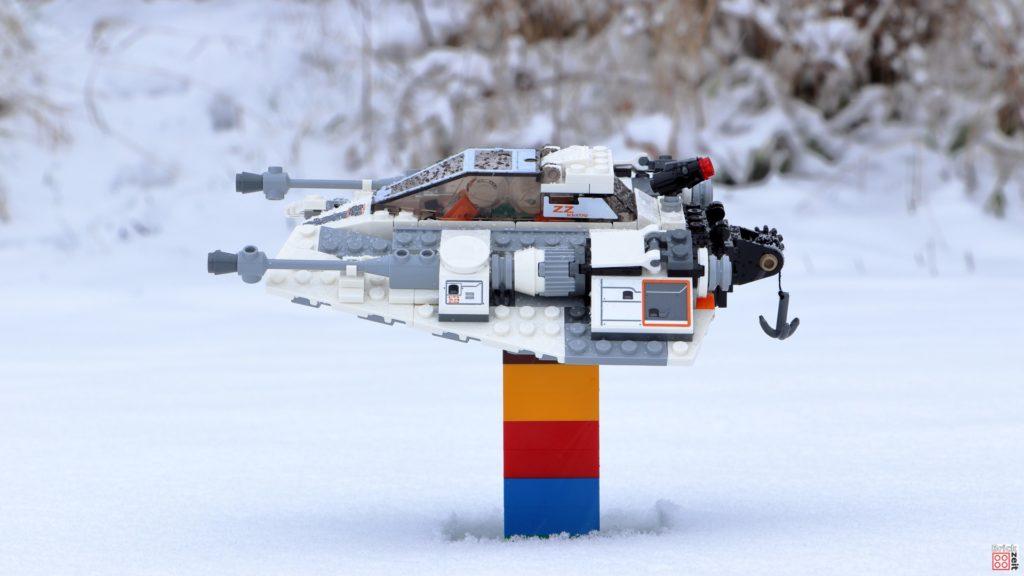 Hier steht der Snowspeeder im Schnee | ©Brickzeit