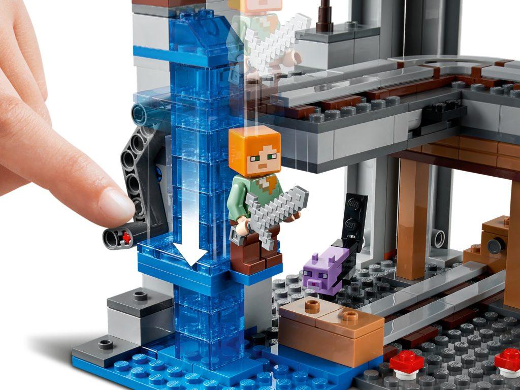 LEGO Minecraft 21169 Das erste Abenteuer | ©LEGO Gruppe