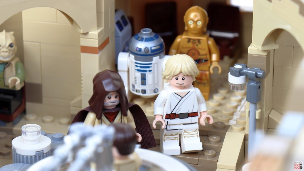 Luke und der alte Ben betreten die Cantina | ©Brickzeit