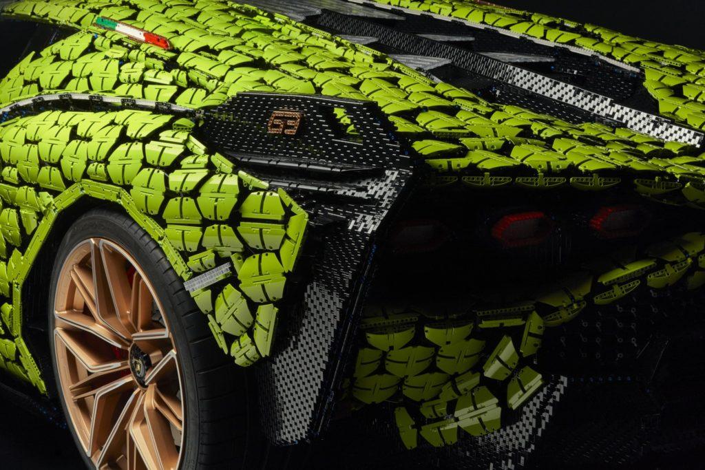 Lebensgroßer LEGO® Technic™ Lamborghini Sían FKP 37 | ©LEGO Gruppe