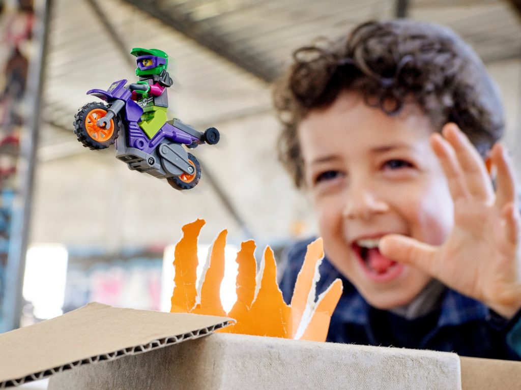 LEGO City 60296 Wheelie-Stuntbike   ©LEGO Gruppe
