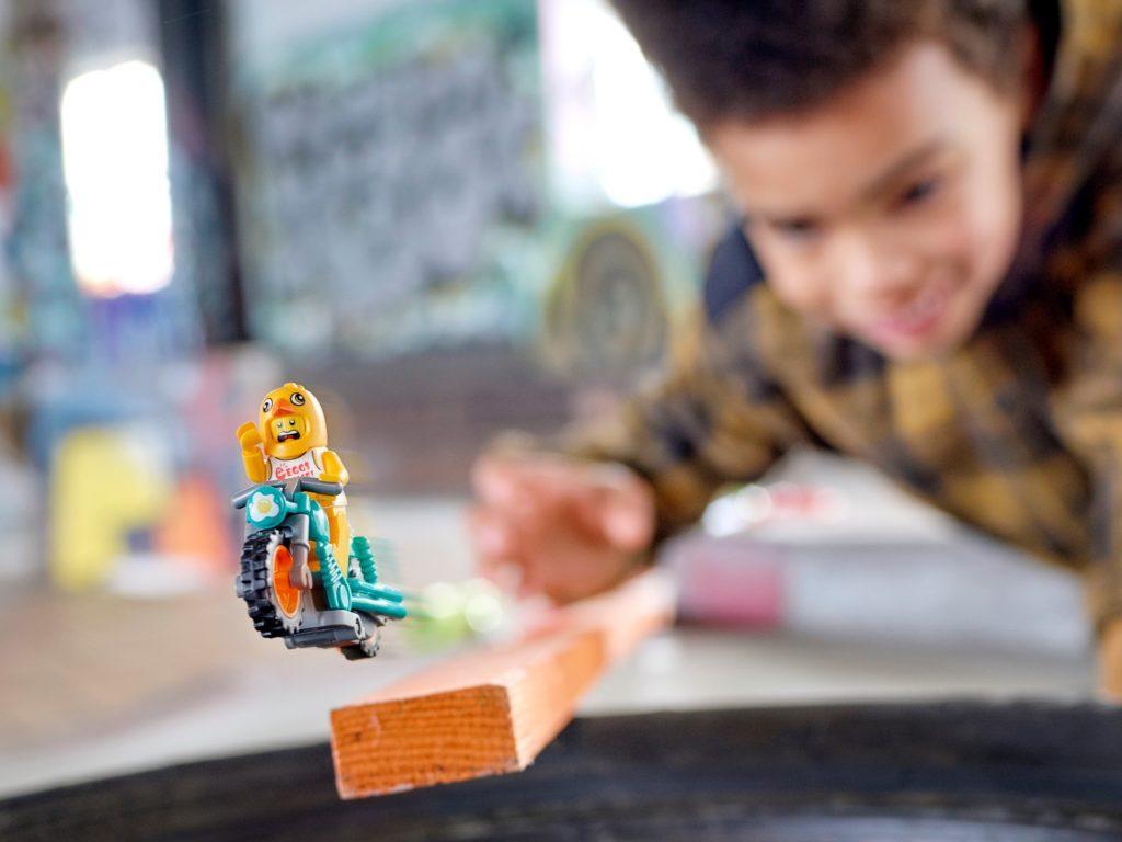 LEGO City 60310 Maskottchen-Stuntbike   ©LEGO Gruppe