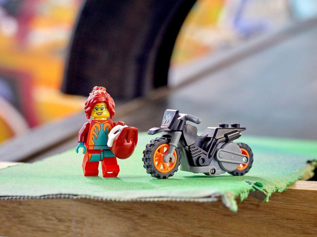 LEGO City 60311 Feuer-Stuntbike   ©LEGO Gruppe