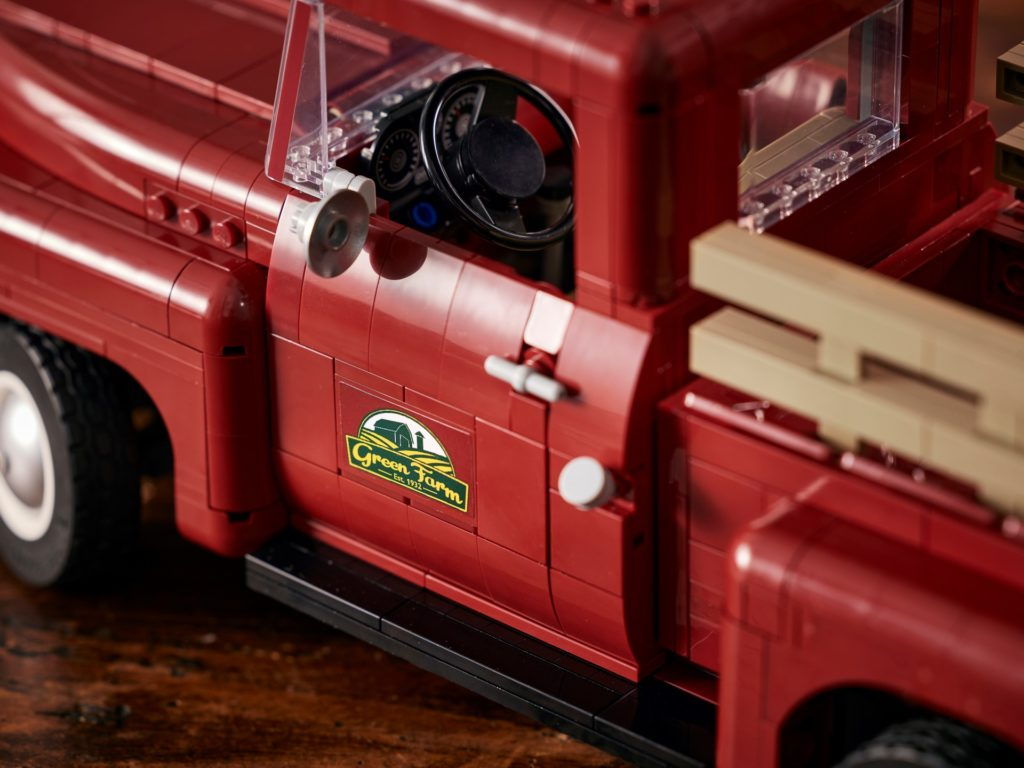 LEGO Creator Expert 10290 Pickup Truck | ©LEGO Gruppe