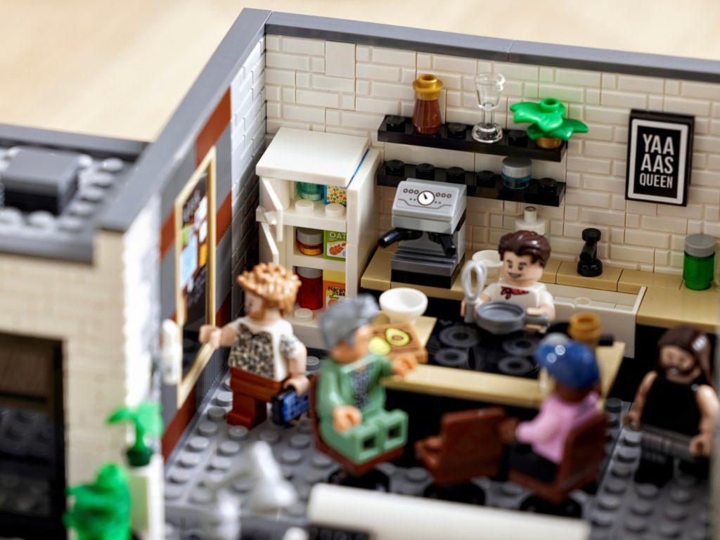 LEGO 10291 Queer Eye – Das Loft der Fab 5 | ©LEGO Gruppe